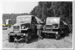 2011-07-10 2x GMC kippers rond 1970_2