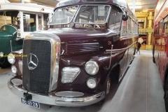 2009-11-01-Mercedes-bus