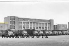 2010-12-20 overzicht Krupp frontstuur en torpedo trucks Vredesplein Waalwijk 1958