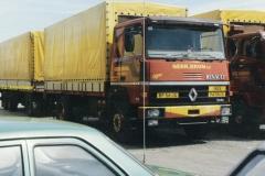 2009-04-04-Renault-Gebr-Bron-Waterlandkerkje-Renault-chauffeur-Willie-Bron