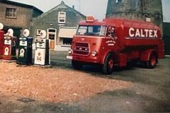 2016-03-07 Daf AB-69-04 bij de molen in Achthuizen in 1967.Chauffeur Iem Bakelaar