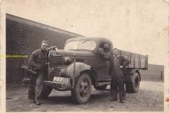 2010-12-07-Dodge-Teun-Janssen-en-Sef-Scheres-in-1941