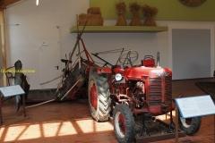2018-09-16 Farmall tractor