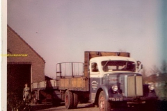 2012-01-08-1e-Scania-met-aanh.-1958