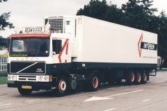 2010-06-18-Volvo-BX-47-DR-INTVEEN