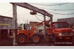 2011-07-15 Mercedes 2624 bij sloop Wami melkfabriek 1984