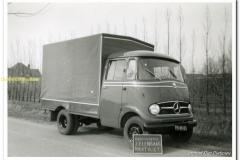2011-01-31-Mercedes-met-huif-kleintje