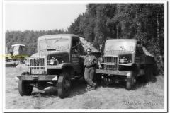 2011-07-10-2x-GMC-kippers-rond-1970_2