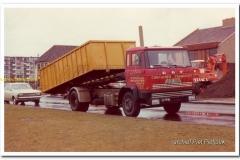 2011-07-15-DAF-FA-2200-met-afzetinstallatie-1976