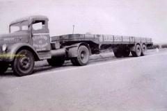 2010-11-05-1951-Scania-15-en-Broshuis-opl-bij-Ommen