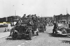2012-12-13 Ford V 8 Aelbrechtsplein 1945 bevrijding IN