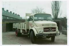 2011-01-08-Mercedes-LK-1513-uit-1970