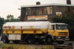 2015-12-14-Daf-2100-met-23-m3-tankoplegger-voor-het-kantoor-in-Roosendaal