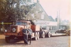 2012-04-15-Diamond-T-de-ketting-van-Wezel